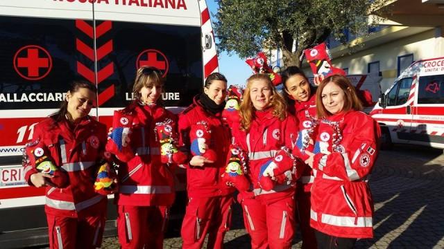 Il Comitato Locale della Croce Rossa consegna 35 calze ai bambini di Guidonia Montecelio