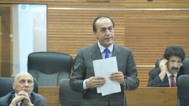 Eligio Rubeis presenta il programma di governo, dubbi tra opposizione