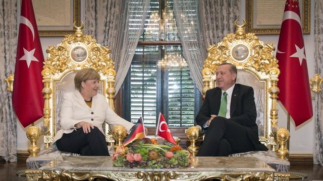 """""""Soluzione Merkel"""" per emergenza migranti: probabile ingresso Turchia in UE"""