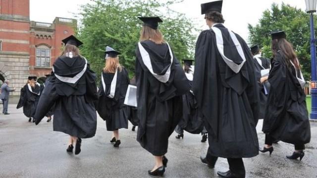Università inglesi sempre più lontane: rette arrivano a 10mila sterline l'anno