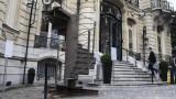 Gradini della Torre Eiffel all'asta: le offerte partono da 30 milioni
