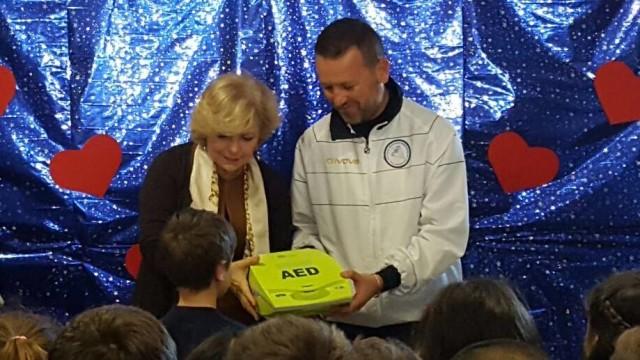Un defibrillatore per la scuola di Villanova