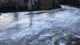 Acri, tubatura rotta e la strada diventa una pista di pattinaggio sul ghiaccio