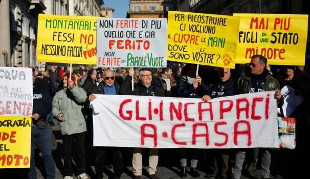 Il tricolore dei terremotati a Roma: meno scartoffie, più aiuti