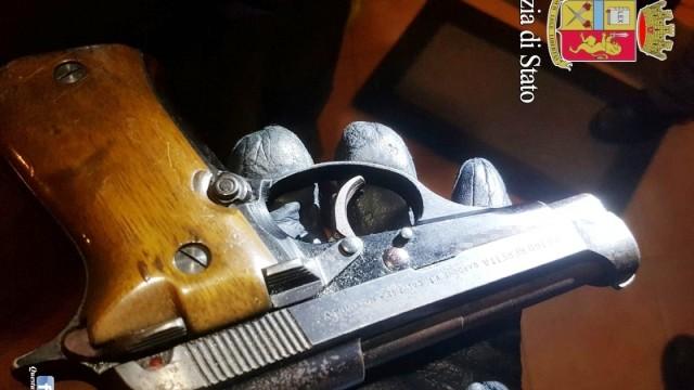 Padre a Borghesiana, spara tre colpi al figlio