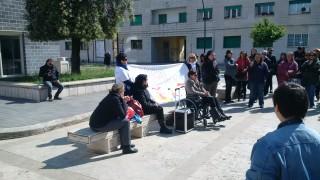 Il sit in di protesta dei lavoratori delle cooperative sociali a Guidonia Montecelio