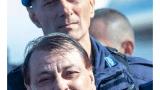 Battisti in Italia, ad aspettarlo i colleghi del maresciallo Santoro vittima dei colpi a tradimento del criminale