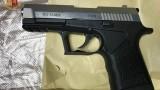 Cercano stupefacente e trovano una pistola con matricola abrasa. Arrestato italiano di 54 anni